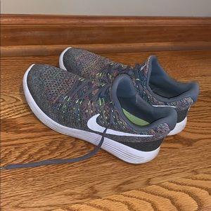 Women's lunarlon nike shoes
